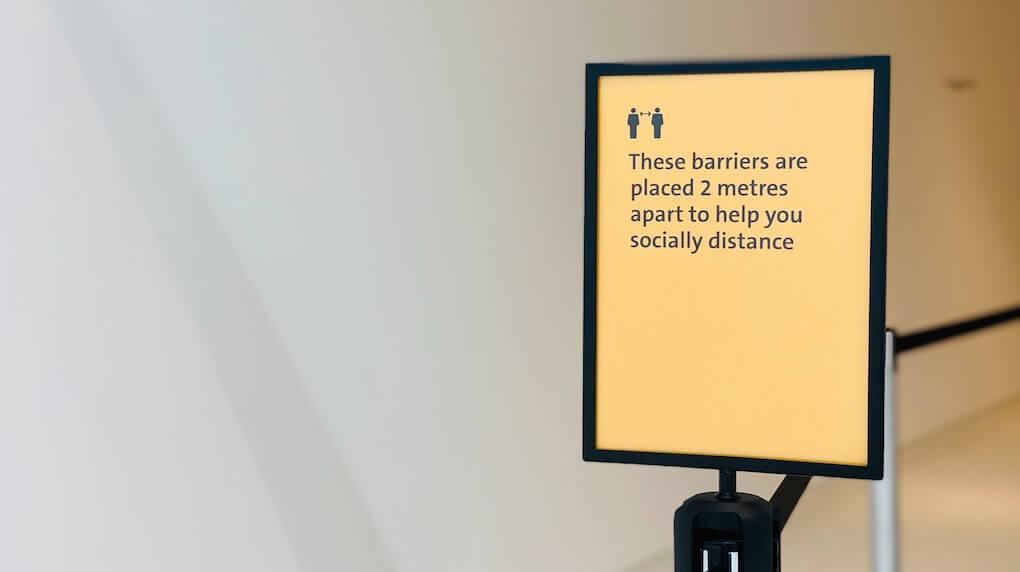 2 meters social distancing sign